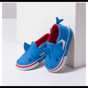 Brand New Vans Asher V Shark Toddler 4.5 shoes